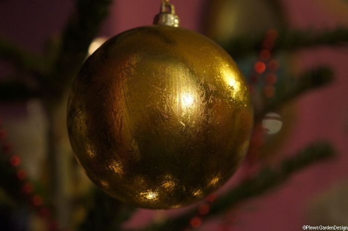 Christmas tree decoration - golden globe