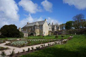 Knot garden, Trerice, cornwall, orchard, herbacous border, cornish gardens
