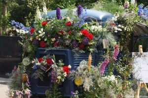 truck covered with flowers, rhs chelsea 2018